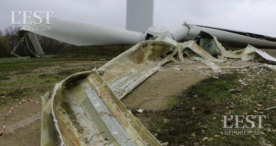 Accident éolienne: les pales et le rotor ont fait une chute de 85m de hauteur ecrasant au pied un transformateur qui permet de convertir la tension sur le réseau national d'EDF